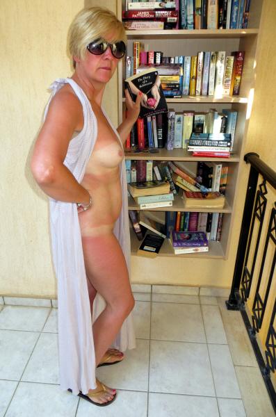 ModestyBookcaseFull
